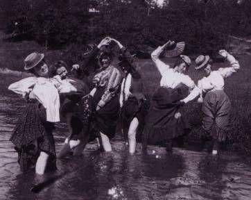 Women Often Do in Their Free Time before 1900 (3).jpg