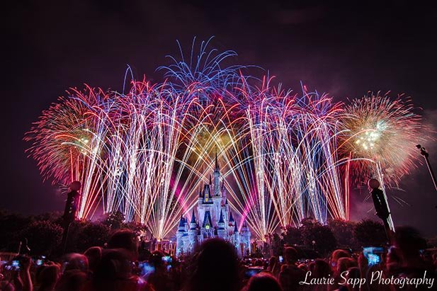 xjuly-disney-world-crowds-4th-laurie.jpg.pagespeed.ic.IGIm1EAmGR.jpg