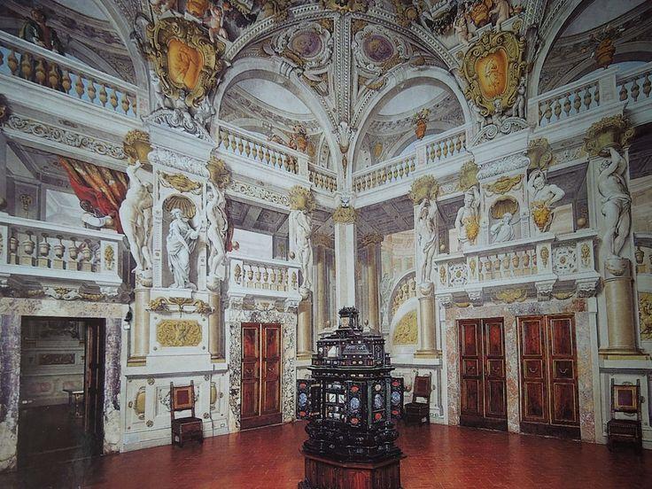 022dc970df4709764833a7e4ddb9823a--palazzo-pitti-florence-bo-derek