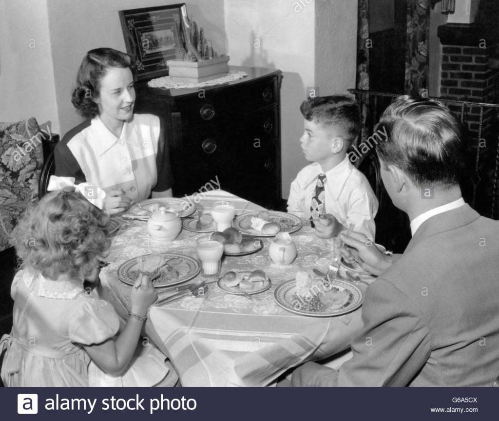 1940s-1950s-family-mother-father-boy-girl-eating-supper-at-dining-G6A5CX