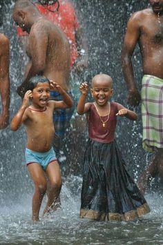 d61118c7c9188b4eaad37b79bff7313a--rain-dance-dancing-in-the-rain-1